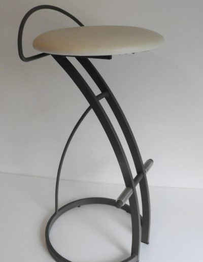 tabouret-bar-snack-repose-pied-400x516