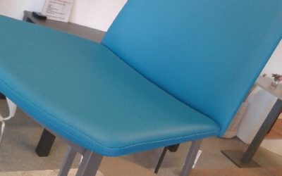 chaise-turquoise-simili-cuir-400x250